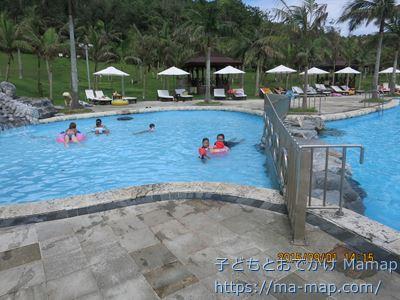 カヌチャベイホテル&ヴィラズのプール