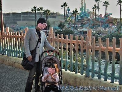 ディズニーシーでベビーカーにのる3歳児とパパ